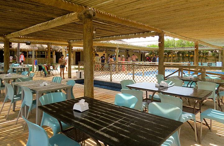 Chega Mais Beach, em Canoa Quebrada, Ceará, e a estrutura
