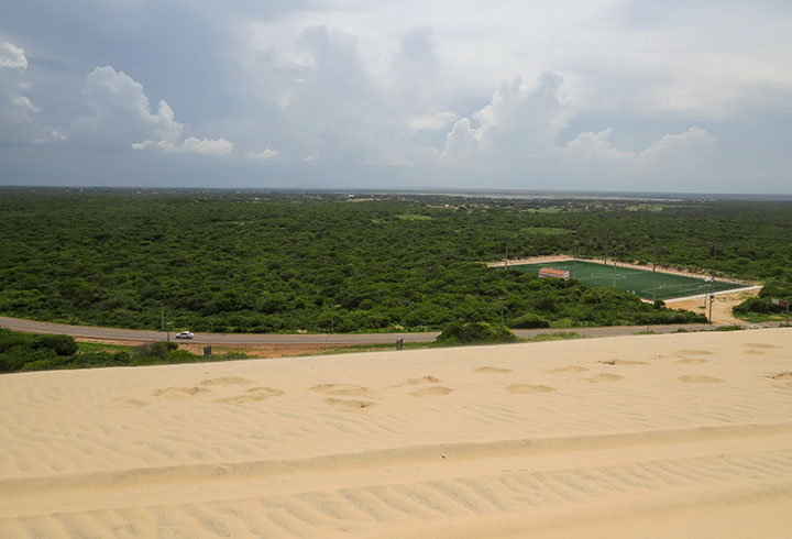 Duna do Por do Sol, em Canoa Quebrada, no Ceará