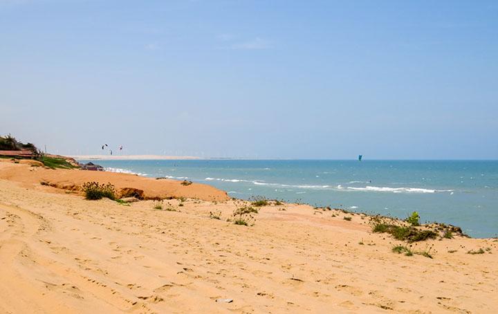 Canoa-Quebrada-Ceará-mar-agitado