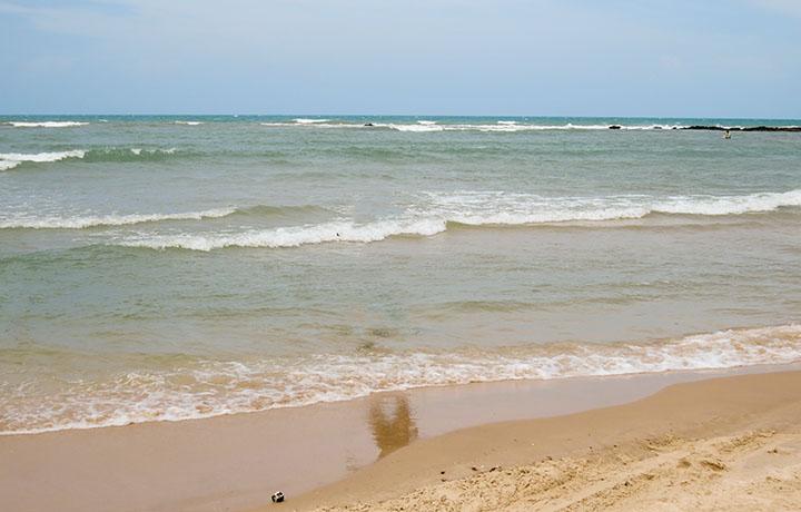 o mar de Canoa Quebrada, no Ceará
