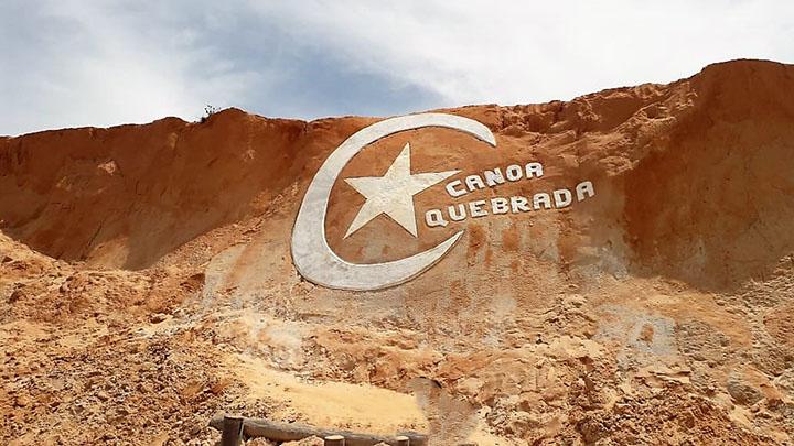 Lua e estrela: cartão postal de Canoa Quebrada