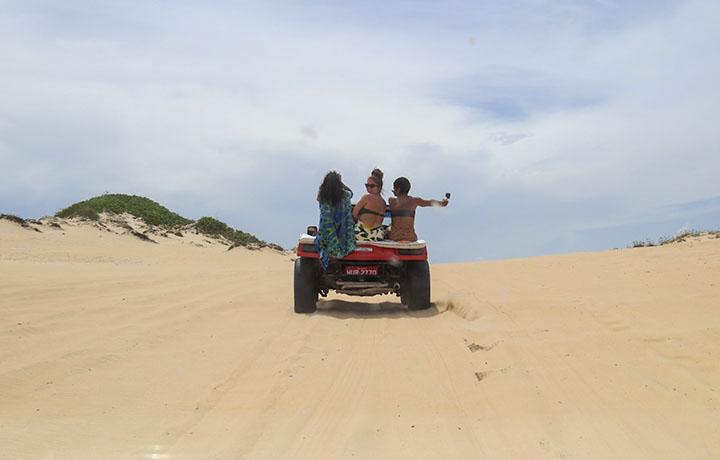 Passeio de buggy em Canoa Quebrada, Ceará