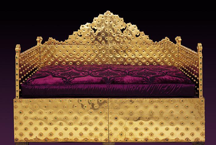 Trono de ouro e pedras preciosas, no Palácio Topkapi, em Istambul
