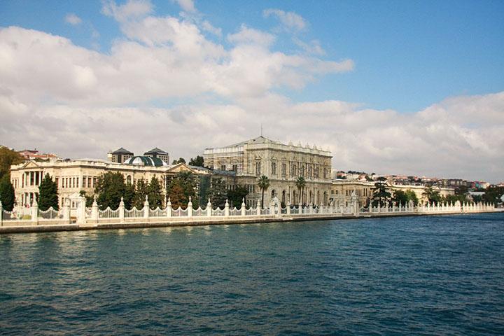 Palácio Dolmabahçe construído no século 19