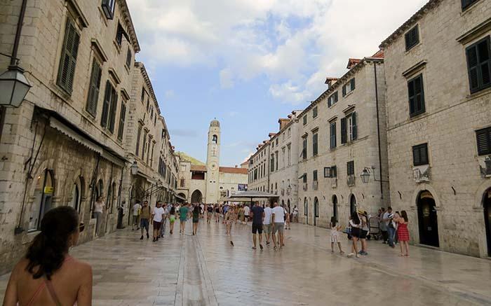 Stradùn, a rua principal de Dubrovnik, n Croácia