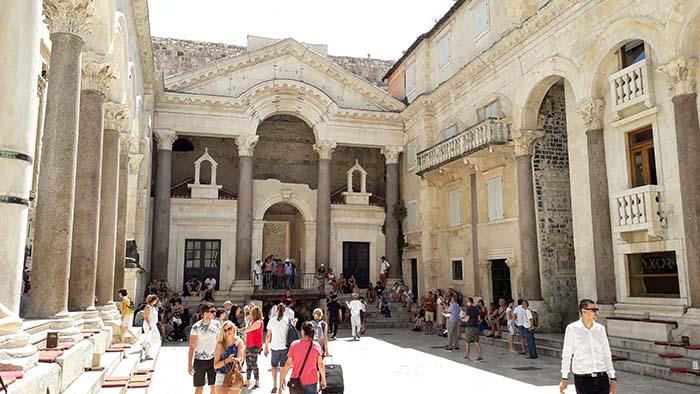 Palácio de Diocleciano - Peristilo, Split - Croácia