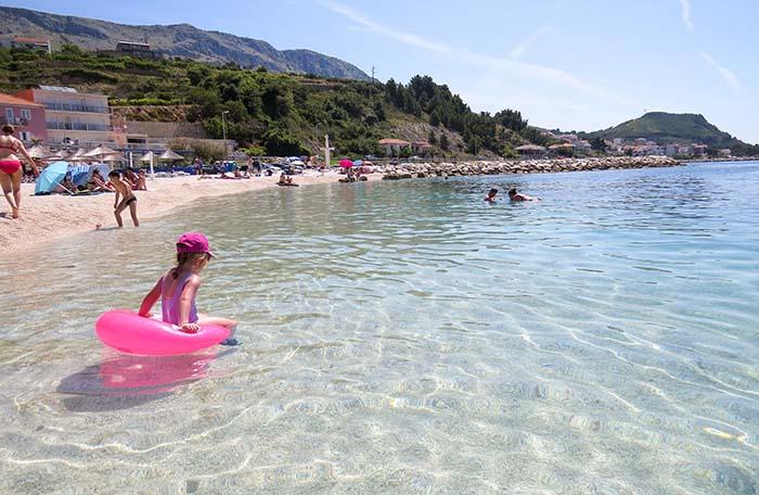 Praia em Split, na Croácia