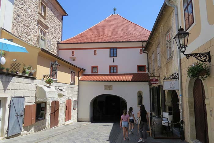 Virgem Maria da Porta de Pedra, protetora de Zagreb