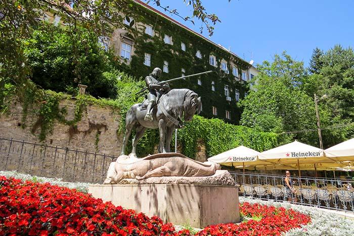 São Jorge e o dragão morto, em Zagreb, Croácia