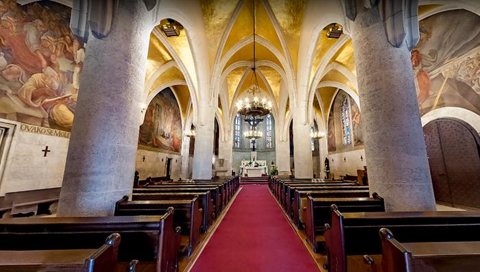 Interior da Igreja de São Marcos, em Zagreb, Croácia
