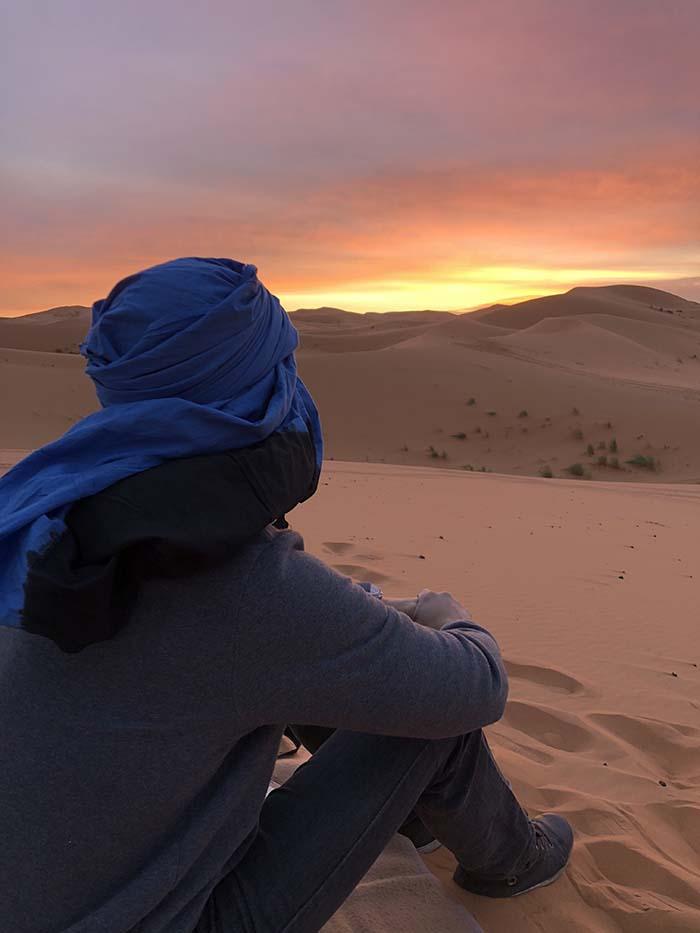 nascer do sol, no deserto do Saara, no Marrocos