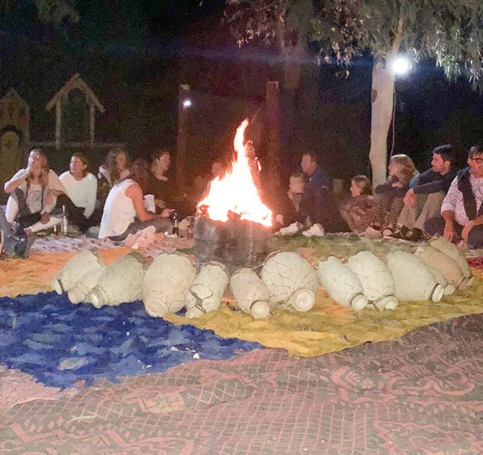 Fogueira no acampamento berbere, no Marrocos