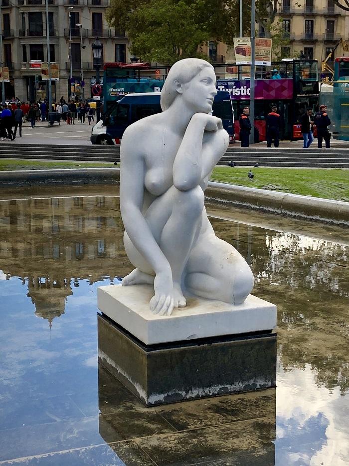 Escultura na Praça da Catalunya, em Barcelona.