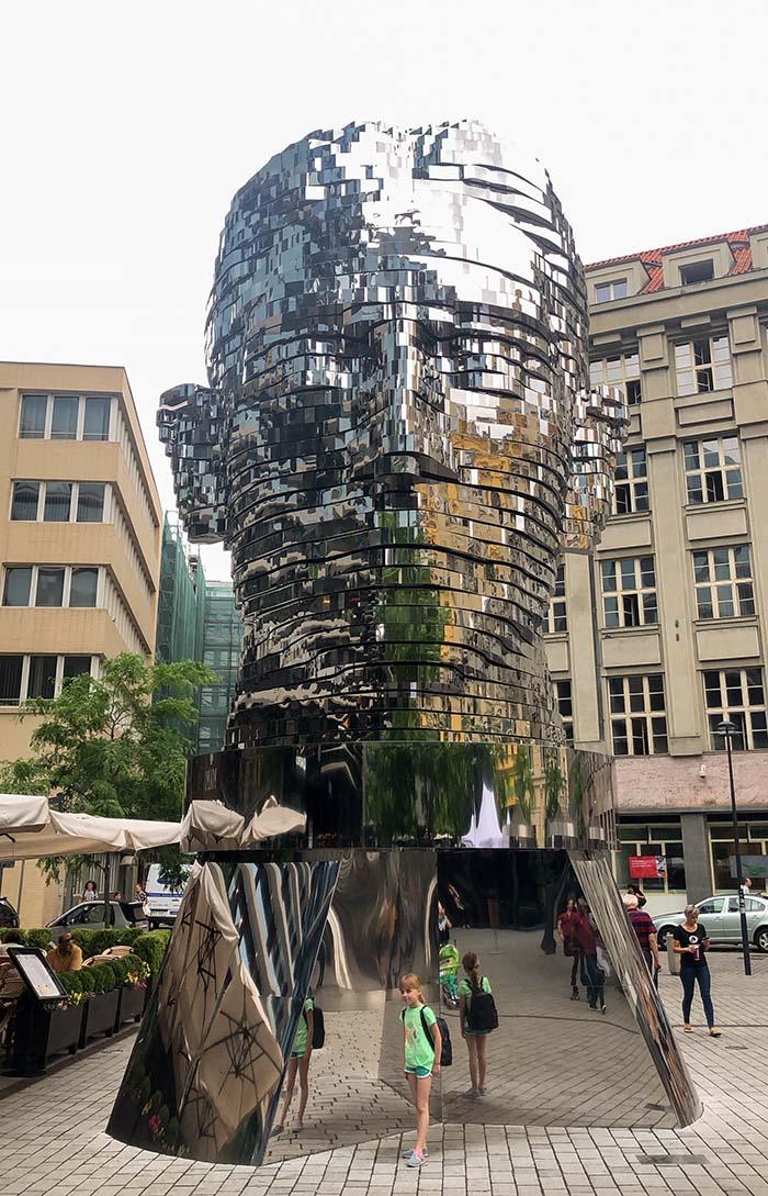 Cabeça de Franz Kafka, de David Cerny.