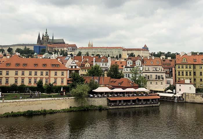 Vista da Ponte Carlos, em Praga.