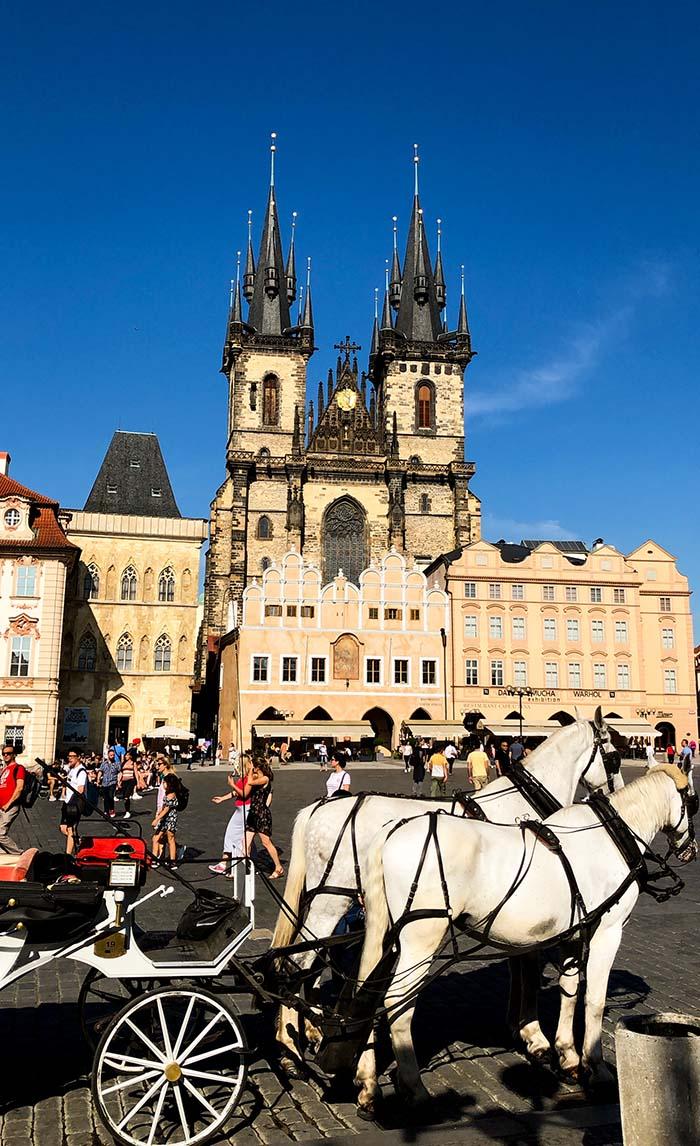 Catedral de Týn na Praça da Cidade Velha em Praga