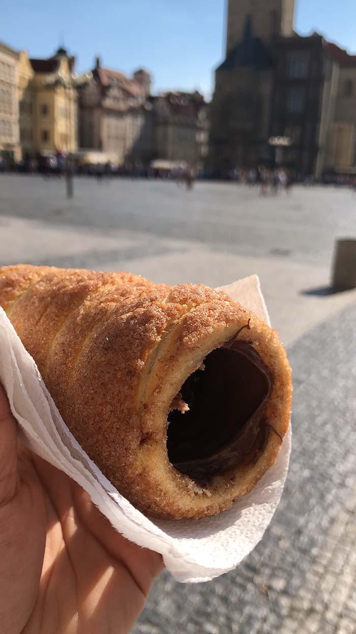 Trdelnik, pão doce, em Praga.