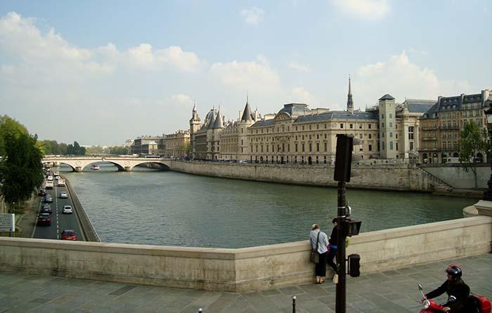 Rio Sena, em Paris
