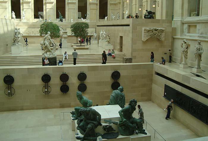 Antiguidades gregas, no Louvre, em Paris