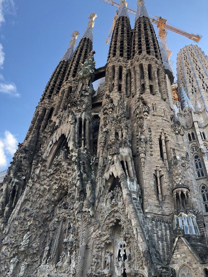 A faixada da Sagrada Família, em Barcelona.