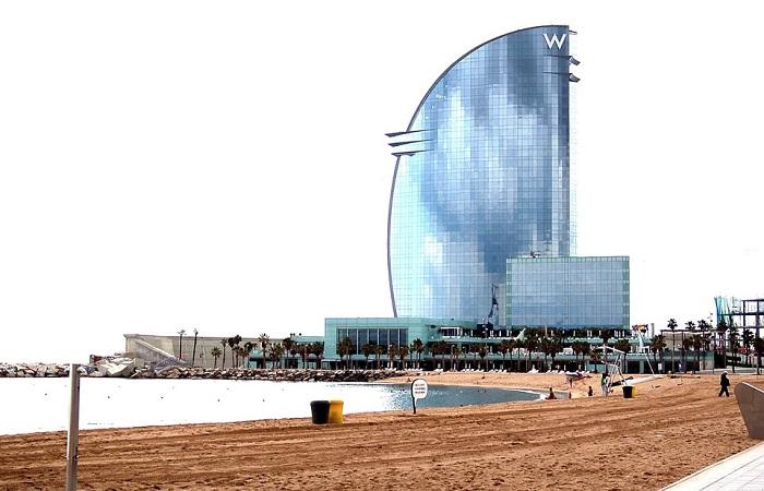 Prédio do hotel W, em Barceloneta