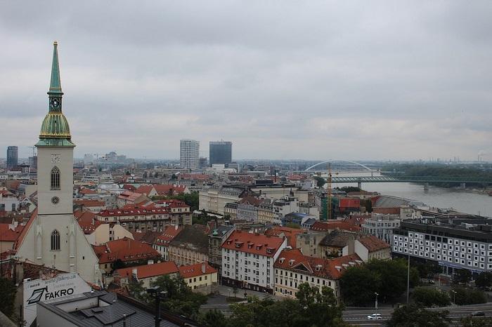 Alto da torre da Catedral de São Martinho, no centro histórico de Bratislava
