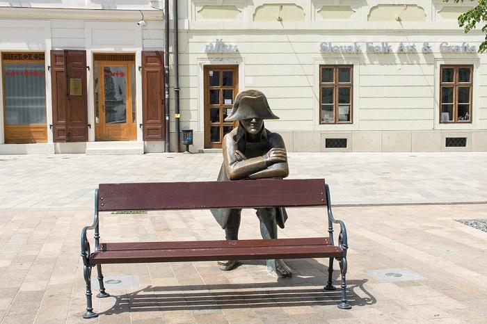 Estátua de Hubert, soldado de Napoleão, nas ruas de Bratislava