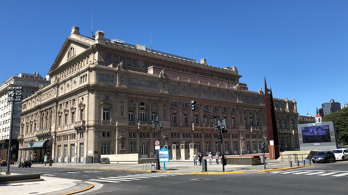 O Teatro Cólon de Buenos Aires, que teve inspiração na Ópera Garnier de Paris em sua construção