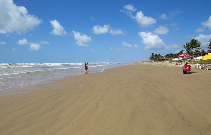 O mar em frente ao Parati Bar e Restaurante, em Aracaju, Sergipe