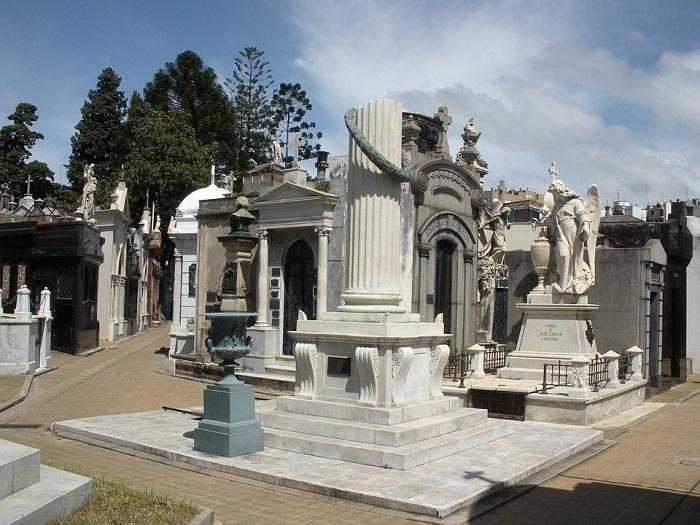 A extravagância dos túmulos nos cemitério da Recoleta, em Buenos Aires