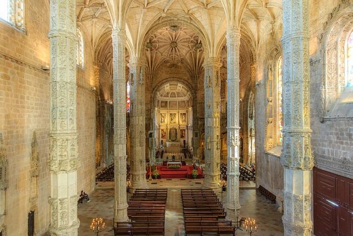 A nave da igreja do Mosteiro dos Jerônimos encanta os visitantes