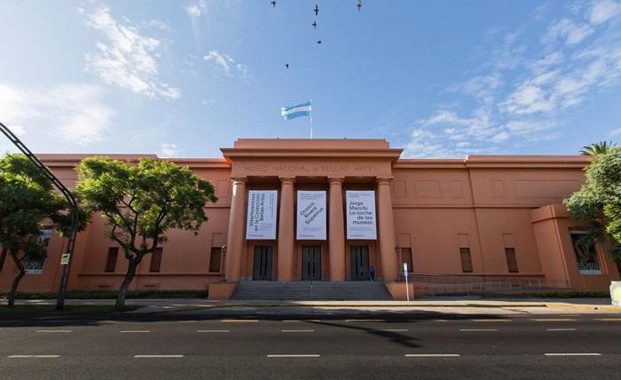 Faixada da imponente sede do Museu Nacional de Belas-Artes, na Recoleta, em Buenos Aires