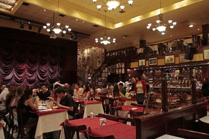 Ambiente confortável e agradável da casa de tango Esquina Homero Manzi (imagem: site oficial do local)