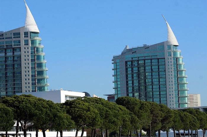 A beleza dos edifícios modernos reforça o prazer da visita ao Parque das Nações
