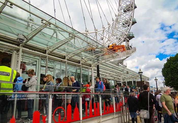 A fila para a London Eye, em Londres, Reino Unido