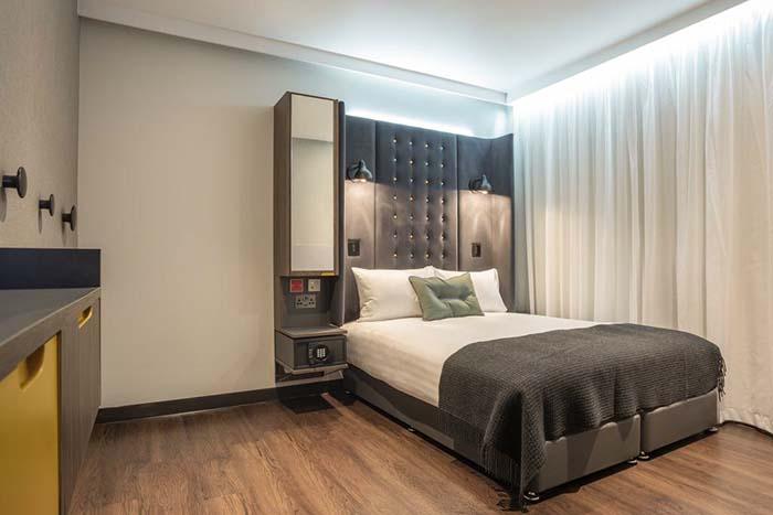 O quarto do hotel Point A, em Londres, Reino Unido