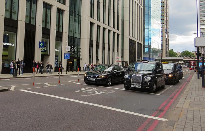 Táxis de Londres estão prontos para receber cadeirantes