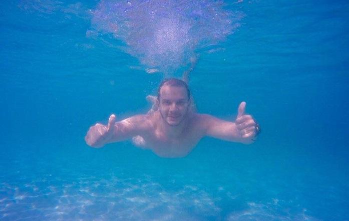 Apesar das baixas temperaturas da água, o mergulho nas praias de Arraial do Cabo é revigorante