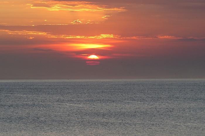 O lindo pôr do sol da Praia Grande, em Arraial do Cabo