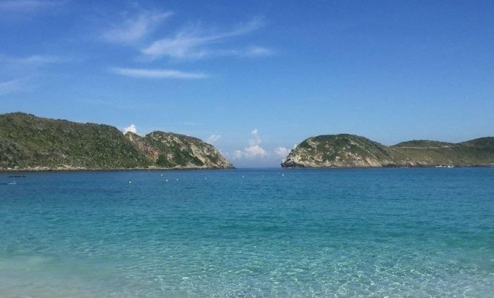 O azul da água da água das praias de Arraial do Cabo fazem do lugar um paraíso