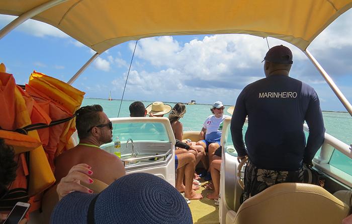lancha para ver os peixinhos em Maragogi, Alagoas