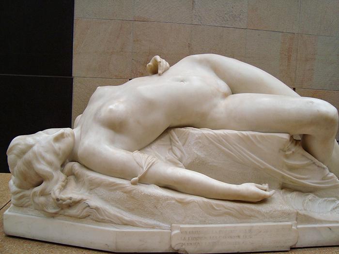 Mulher picada por uma serpente, de Clesinger, no Museu D'Orsay