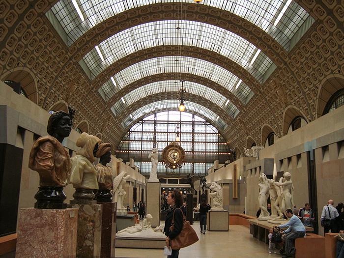 O vão central do Museu D'Orsay, em Paris, e suas preciosidades
