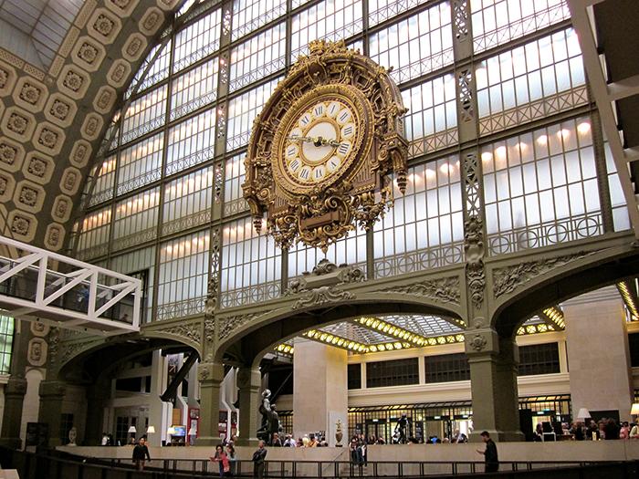 Relógio na entrada do Museu D'Orsay, em Paris
