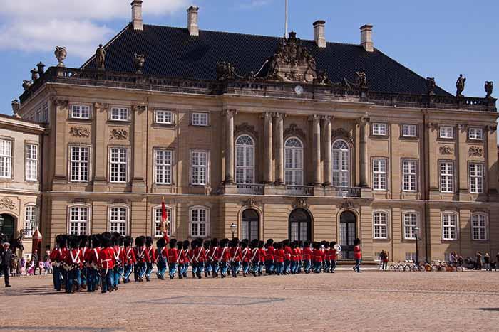 A troca de guarda do Amalienborg